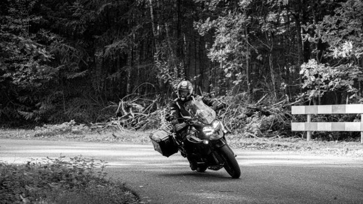 Mit dem Motorrad Kurven fahren? Lassen Sie sich von diesen Tipps helfen!
